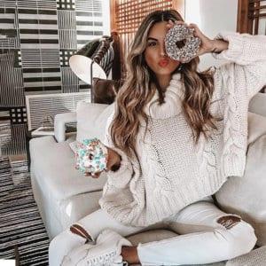 Jaki Wybrać Sweter na Jesień! Sweter Kremowy z Długim Rękawem