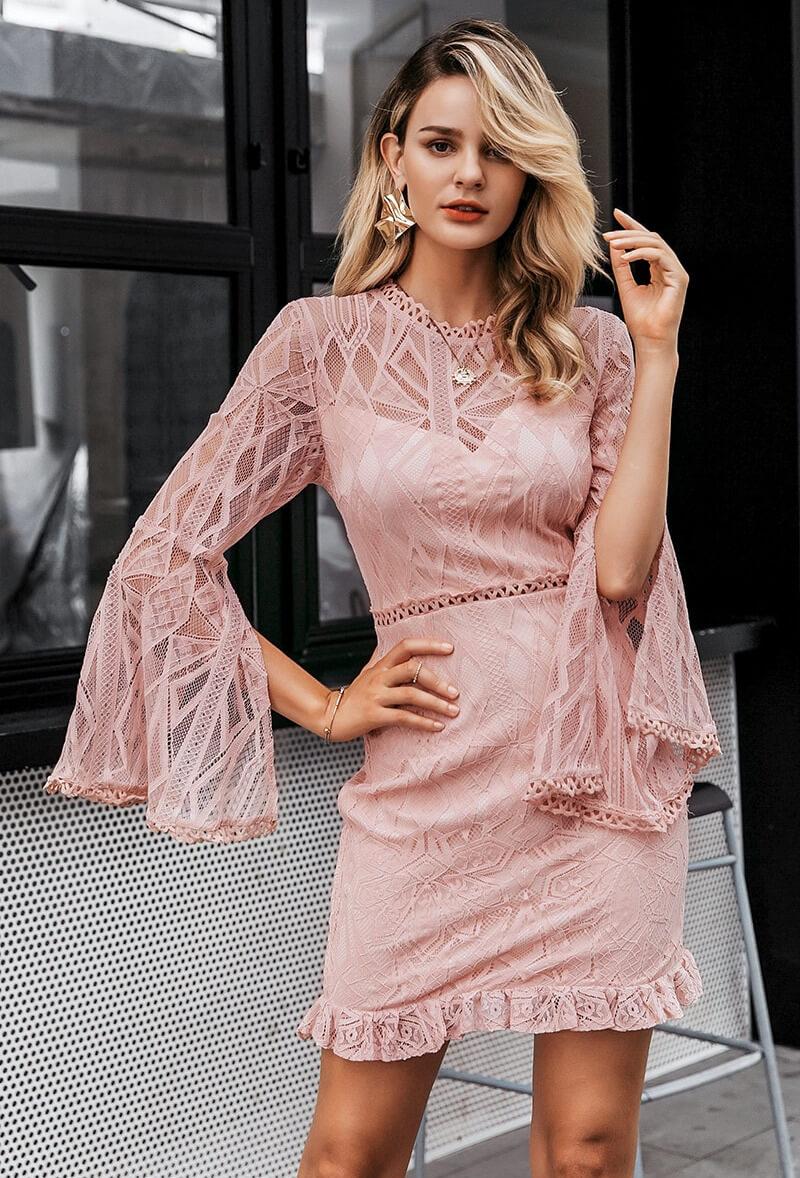 Sukienka Koronkowa Pudrowy Róż z Długim Rękawem Mini