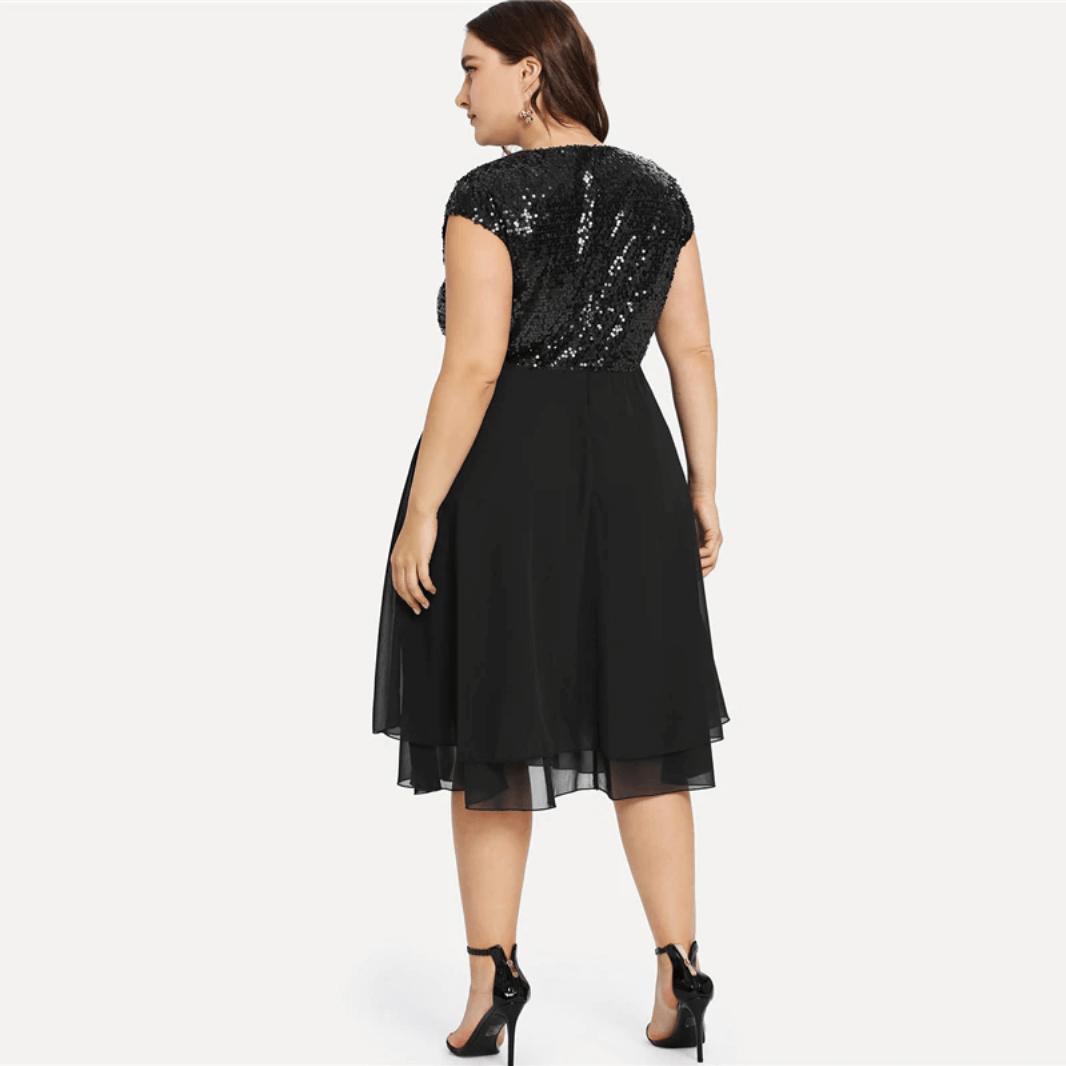 Sukienka Czarna w Cekiny z Krótkim Rękawem Mini Plus Size Duże Rozmiary