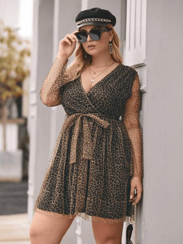 Sukienka w Panterkę Plus Size z Długim Rękawem Mini_04