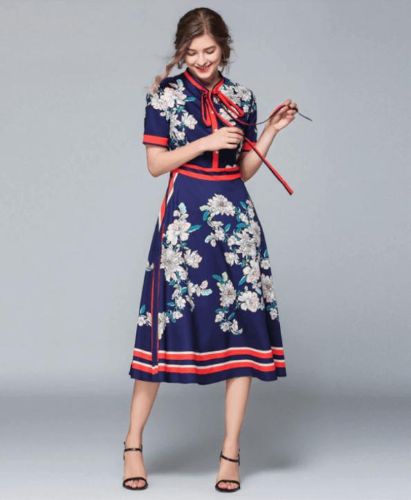 Secret Wish Boutique Sukienka Granatowa w Kwiaty z Krótkim Rękawem Midi (2)