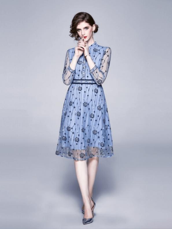 Secret Wish Boutique Sukienka Błękitna Niebieska w Hafty z Długim Rękawem Midi (1)