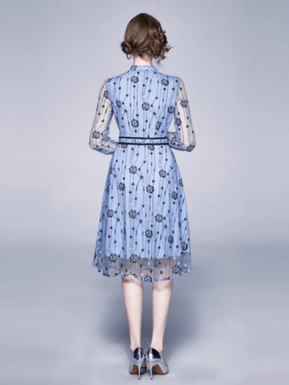 Secret Wish Boutique Sukienka Błękitna Niebieska w Hafty z Długim Rękawem Midi