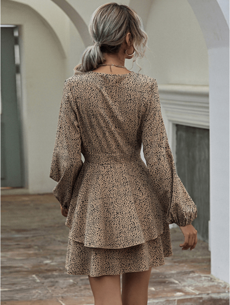 Nellen Sukienka Beżowa Falbany