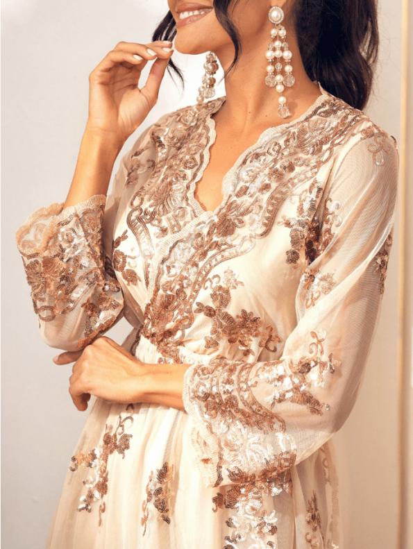 Secret Wish Boutique Sukienka Złota w Cekiny z Długim Rękawem Midi (2)