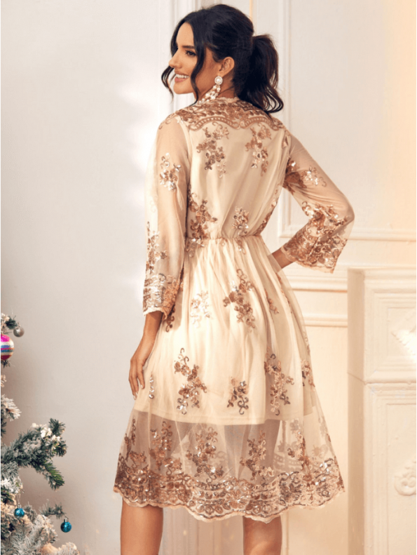 Secret Wish Boutique Sukienka Złota w Cekiny z Długim Rękawem Midi (4)