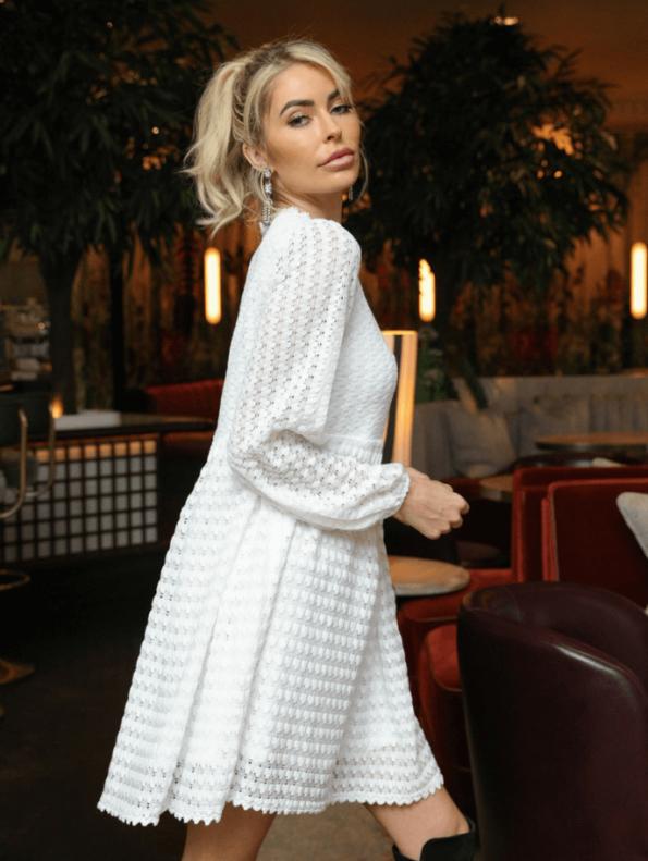 Secret Wish Boutique Sukienka Biała Koronkowa z Długim Rękawem Mini (2)