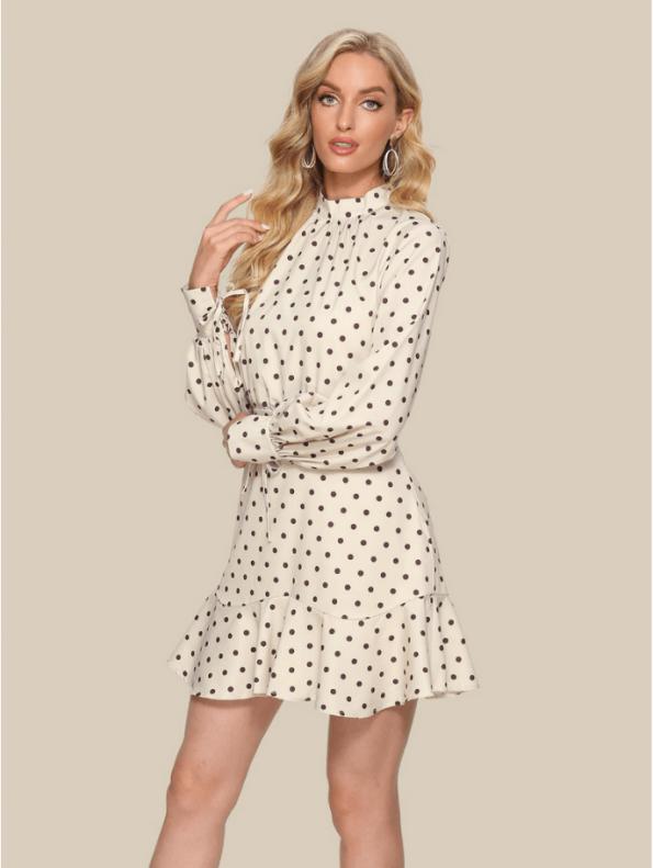 Secret Wish Boutique Sukienka Ecru w Czarne Kropki Falbanka Mini