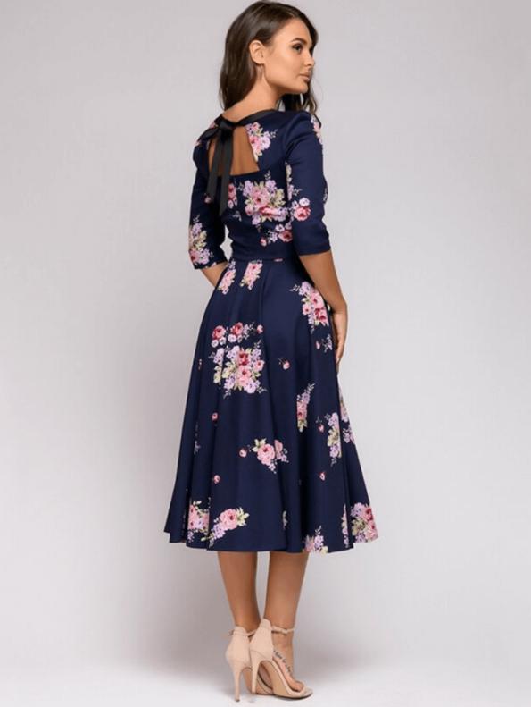 Secret Wish Boutique Mellisa Sukienka Granatowa w Kwiaty z Odsłoniętym Dekoltem Midi (4)