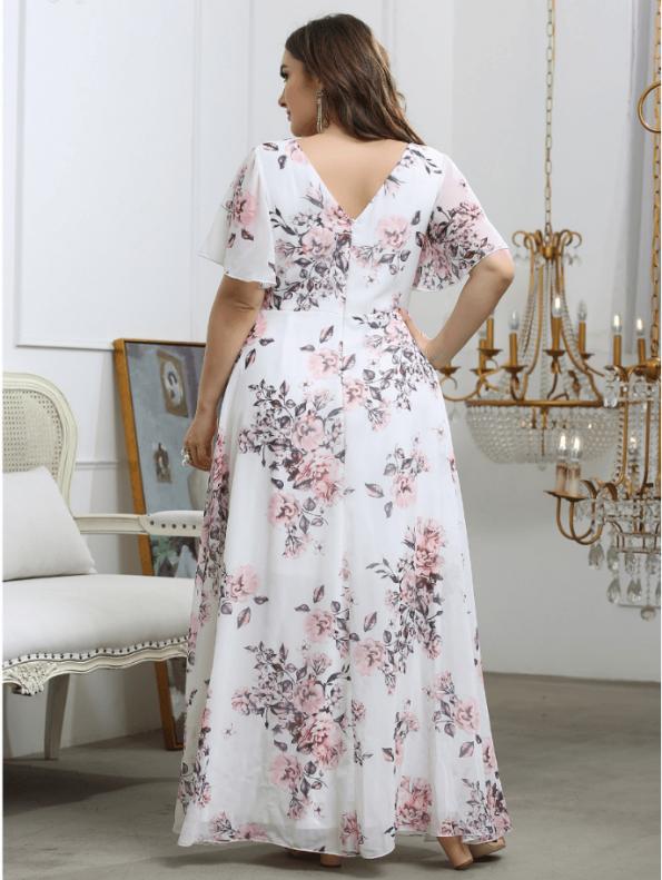 Secret Wish Boutique Sukienka Plus Size Biała w Kwiaty z Krótkim Rękawem Maxi (5)