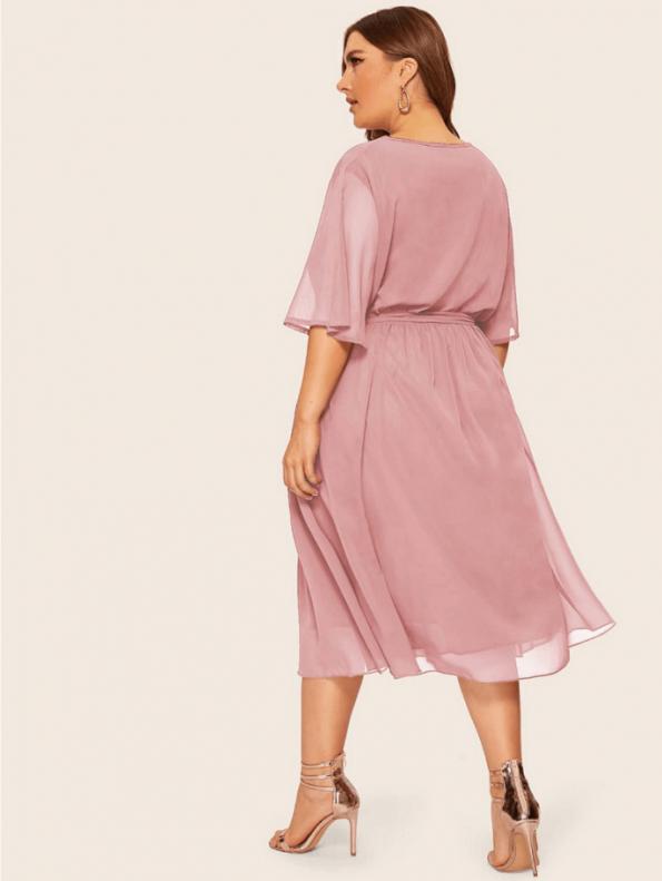 Secret Wish Boutique Sukienka Pudrowy Róż z Krótkim Rękawem Plus Size Midi (3)