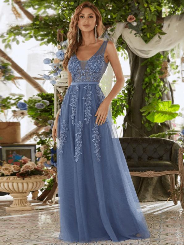 Secret Wish Boutique Sukienka Wizytowa Grafitowa Tiulowa Haftowana na Ramiączkach Długa Maxi