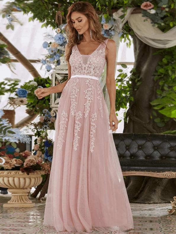 Secret Wish Boutique Sukienka Wizytowa Tiulowa Haftowana na Ramiączkach Długa Maxi