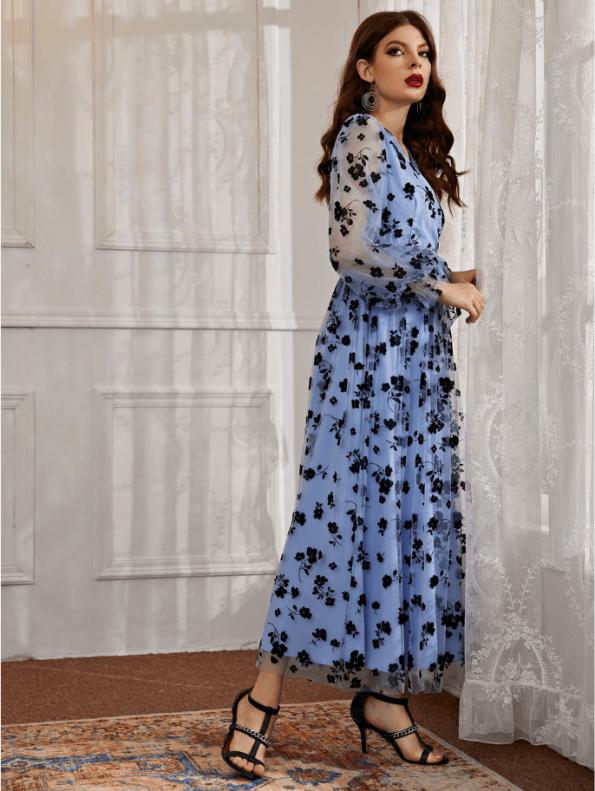 Secret Wish Boutique Sukienka Błękitna Niebieska Sukienka w Granatowe Kwiaty z Długim Rękawem Maxi (1)