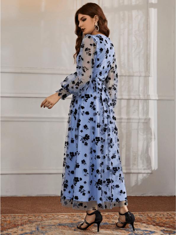 Secret Wish Boutique Sukienka Błękitna Niebieska Sukienka w Granatowe Kwiaty z Długim Rękawem Maxi (2)