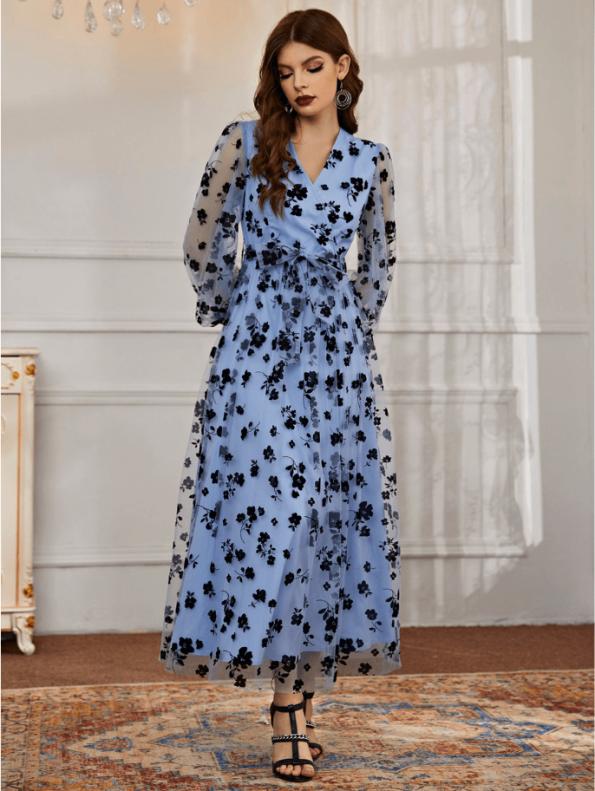 Secret Wish Boutique Sukienka Błękitna Niebieska Sukienka w Granatowe Kwiaty z Długim Rękawem Maxi (3)