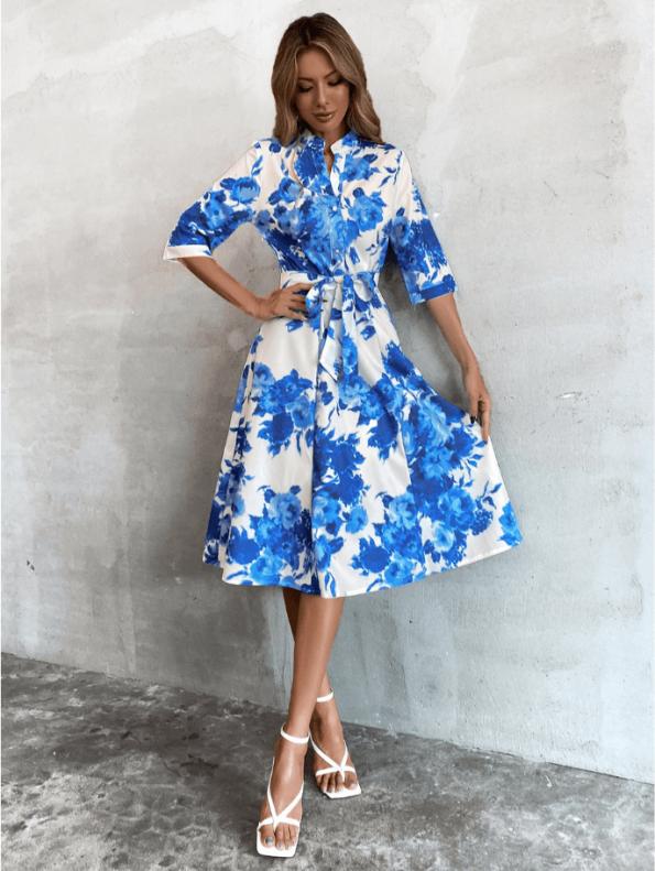 Secret Wish Boutique Sukienka Biała w Niebieskie Kwiaty z Krótkim Rękawem Midi (1)