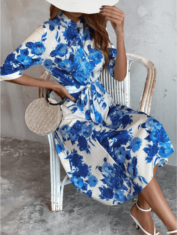 Secret Wish Boutique Sukienka Biała w Niebieskie Kwiaty z Krótkim Rękawem Midi (3)