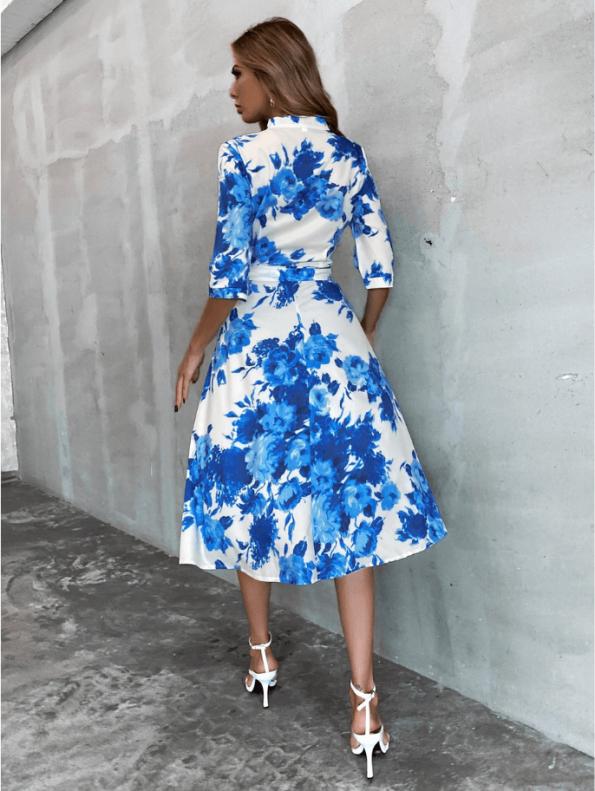 Secret Wish Boutique Sukienka Biała w Niebieskie Kwiaty z Krótkim Rękawem Midi