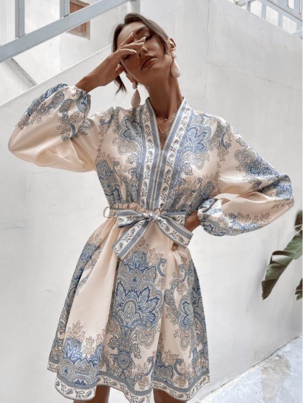 Secret Wish Boutique Sukienka Biała w Niebieskie Hafty z Długim Rękawem Mini (2)