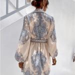 Secret Wish Boutique Sukienka Biała w Niebieskie Hafty z Długim Rękawem Mini