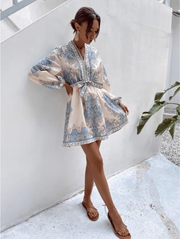 Secret Wish Boutique Sukienka Biała w Niebieskie Hafty z Długim Rękawem Mini (4)