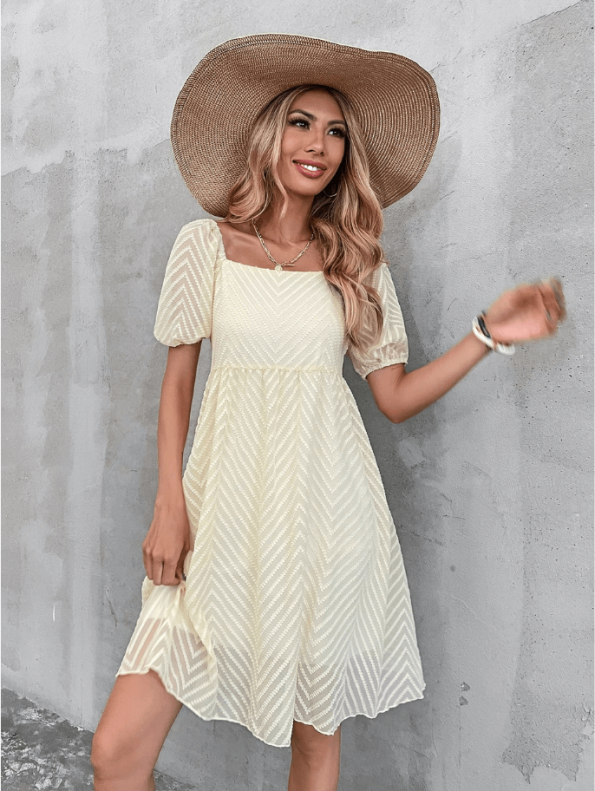 Secret Wish Boutique Sukienka Ecru z Krótkim Rękawem Za Kolano Mini Maxi